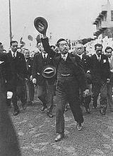戦後の日本の復興を祈願して全国巡幸に出かけた昭和天皇