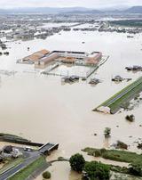 岡山県倉敷市真備町で堤防決壊の現場