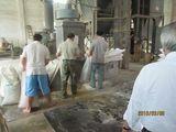 徐南水産餌料工場の原料の投入
