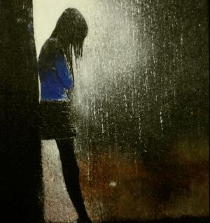 雨宿りする女の子