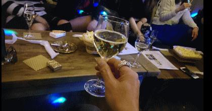 美女軍団と乾杯