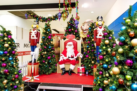 Deception-Bay-Santa-throne-and-nutcrackers
