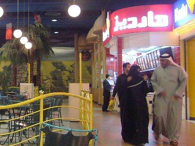 アラブの人とフードコート