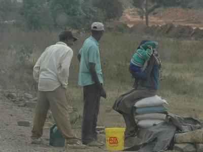 ケニアの路上の物売り