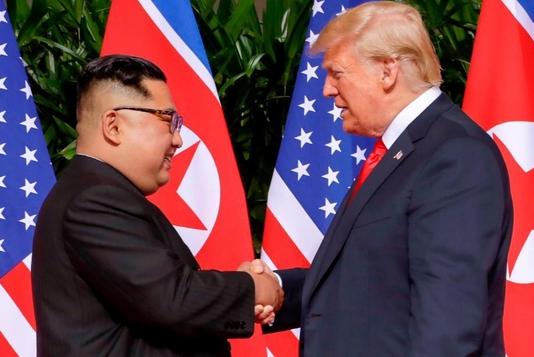 【速報】トランプ大統領&金正恩が合意文書に署名「偉大な関係。署名ができて光栄だ」