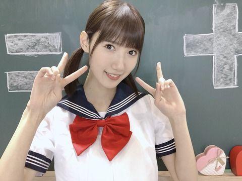 田中菜津美「学ランとセーラー服を着てみたよ!どっちが好きですか?」