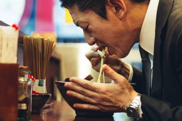 林修先生も初耳の「ラーメンはすすらないで食べると損」 すすれない人に驚きの声も