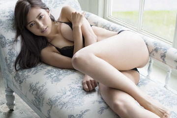 【画像】真野恵里菜の胸が意外とデカくてワロタwwwwww