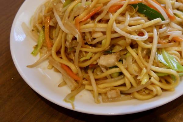 極太のもちもち麺が絶品! 石川県の名物「小松塩焼きそば」がウマすぎる
