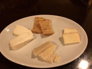 ラコントのチーズ盛り合わせ