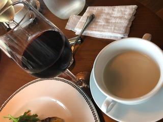 ビストロカドゥーのランチスープとワイン
