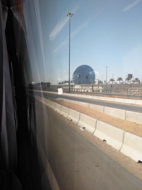ドバイ→アブダビ長距離バスからの風景_20151230_143426
