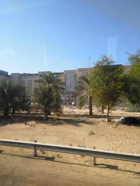 ドバイ→アブダビ長距離バスからの風景_20151230_142458