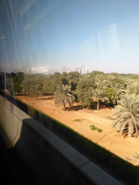ドバイ→アブダビ長距離バスからの風景_20151230_144851