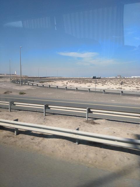 ドバイ→アブダビ長距離バスからの風景_20151230_134018