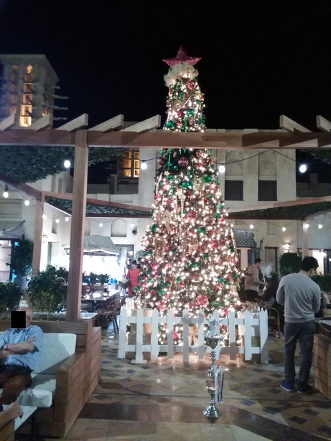 ドバイ マディナ・ジュメイラのクリスマスツリー