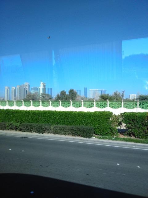 ドバイ→アブダビ長距離バスからの風景_20151230_145047