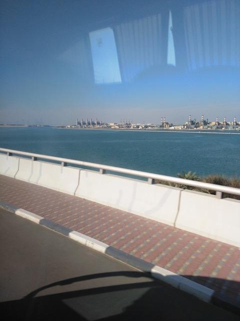 ドバイ→アブダビ長距離バスからの風景_20151230_144127
