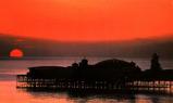 ブライトンの朱赤な夕暮れ