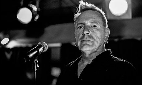 John-Lydon-in-Punk-Britan-008