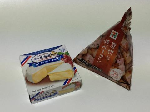 カマンベールチーズと厚切り焼ベーコン