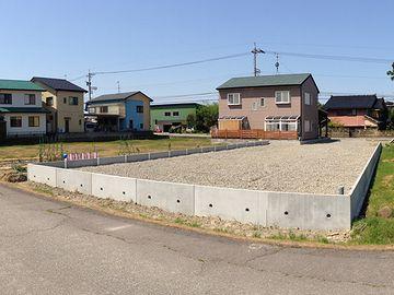 田んぼを埋め立てた造成地に建ってます