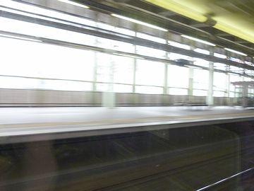 あっという間に、駅を通過