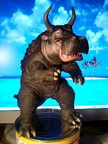 カバマンモスという巨大生物が……