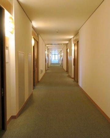 2階の廊下も立派ではないか