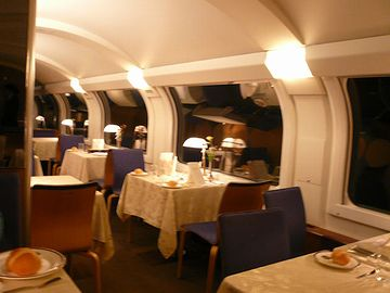 フランス料理のコースなんかは、食堂車じゃなきゃダメです
