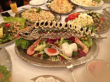 ロシアの魚料理。このセンスはいかがなものか。