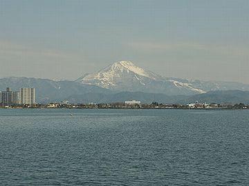 琵琶湖が見える