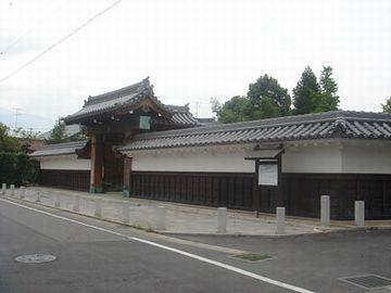 陣屋だけ建てたそうです。画像は、岡崎市の跡地に復元されたもの。