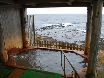 こちらは、新館(宿泊棟)にある露天風呂。