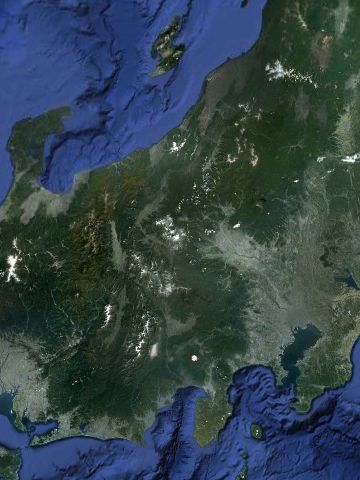 地球観測衛星からも、日本列島を横切る窪みが、はっきりと見えるんだ