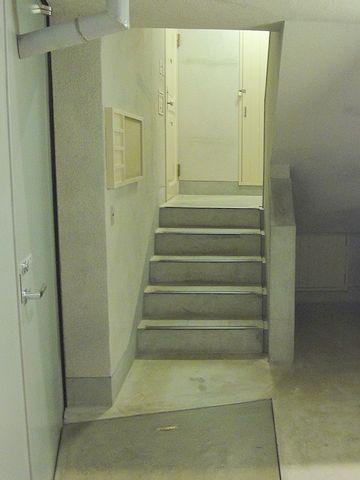 常盤平団地は、1階でも、5段の階段を上る構造