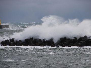 """波が多いと書いて、""""波多波多""""と呼ばれるようになった……"""