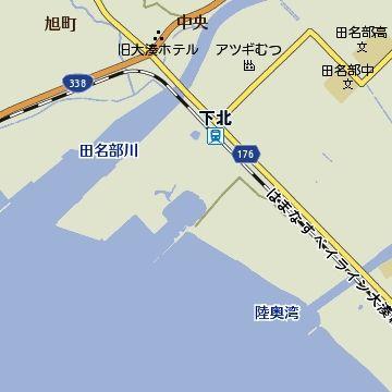 下北駅の裏側は、もうすぐに港です