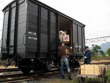 『貨物鉄道博物館(三重県いなべ市)』での、りんご箱の積みこみ実演