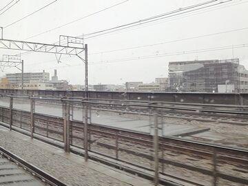 雨の鉄路は寂しいです