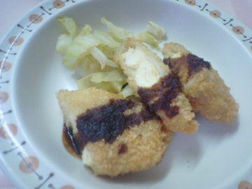 メインディッシュの「鶏ささみカツ温キャベツ添え」