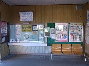 『陸奥森田駅』。簡易委託駅です。券売機はありませんが、駅の窓口で買えるようです。