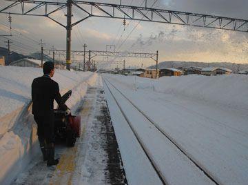 『湯沢駅(秋田県湯沢市)』除雪機は必需品のようです