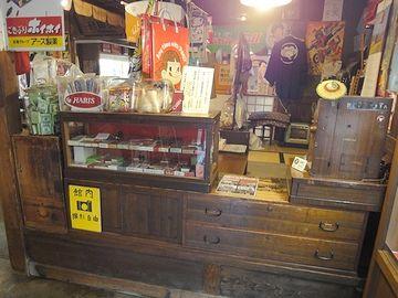 たばこ屋の店先