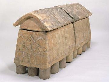 人が長らえる大きさの陶棺