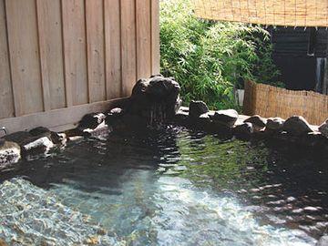 『水軍の宿』客室露天風呂です