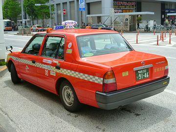 あのタクシー、人降ろしてる