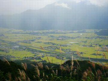 魚沼地域の特徴は、四方を山に囲まれた盆地