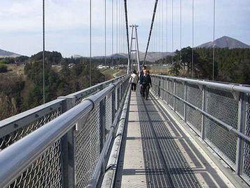 吊り橋で、お漏らし