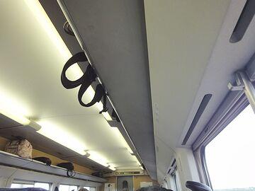 なぜか突然、新幹線の天井